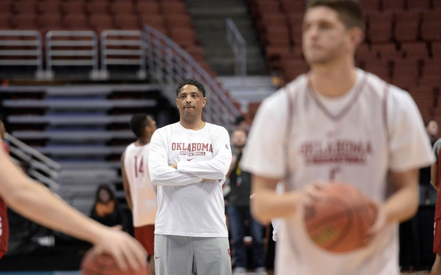 Oklahoma assistant Lew Hill is the new head coach of UT Rio Grande Valley.(USATSI)