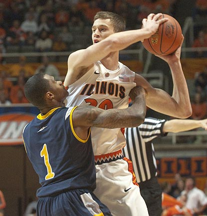Darren Moore and UC Irvine find out that beating Bill Cole and Illinois in Champaign will be a tall order this season.  (AP)