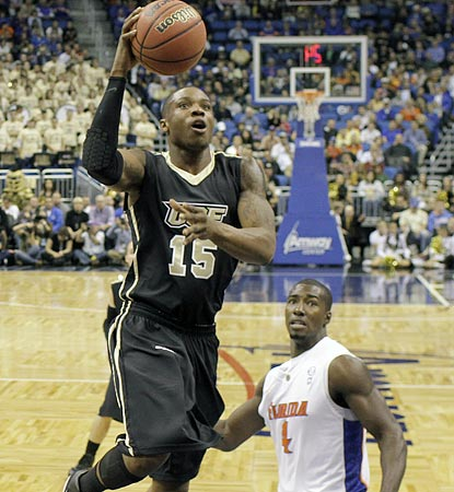 Central Florida's David Diakite (15) drives to the basket past Florida's Patric Young in the first half.  (AP)
