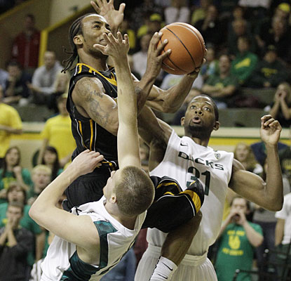 Marcus Denmon splits the Oregon defense for one of his hoops. Denmon finishes the game with 19 points. (AP)