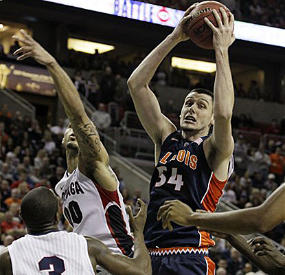 Illinois' Mike Tisdale grabs a rebound in front of Gonzaga's Demetri Goodson and Robert Sacre and finishes with five boards. (AP)