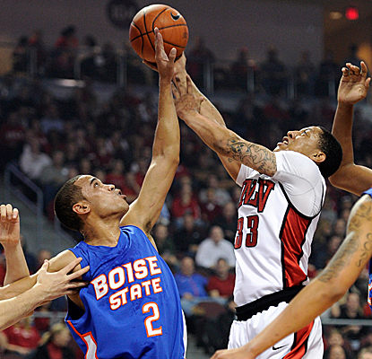 UNLV's Tre'Von Willis drives against Boise State's Daequon Montreal and contributes 14 points to the Rebels' win. (Getty Images)