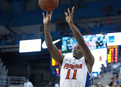 Erving Walker and the Gators rebound nicely after their Jacksonville loss, but it may not be enough to keep them in the Top 25. (AP)