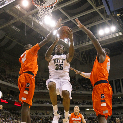 Pittsburgh's Nasir Robinson goes 8 of 12 from the field and scores a game-high 21 points. (AP)