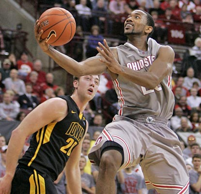 David Lighty lights up the Iowa defense to the tune of 18 points as the Buckeyes move to 60-4 all-time at No. 1.  (AP)