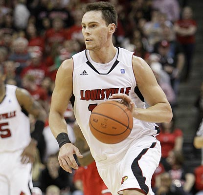 Kyle Kuric contributes 20 points to the Cardinals effort in the 25-point win over St. John's.  (AP)