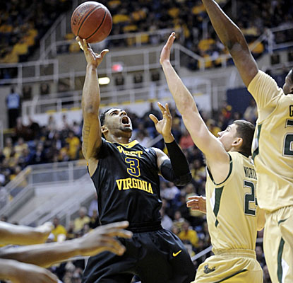 West Virginia's Casey Mitchell shoots over South Florida defenders Sunday in the Mountaineers' win. (AP)