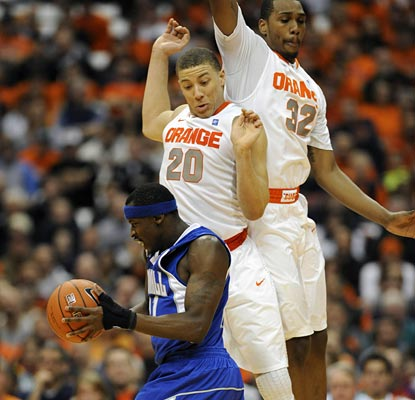 Jeremy Hazell gets a few 'Cuse defenders airborne on his way to 28 points.  (US Presswire)