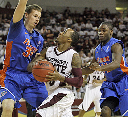Dee Bost looks for an opening as Florida's Erik Murphy (left) and Erving Walker converge.  (AP)