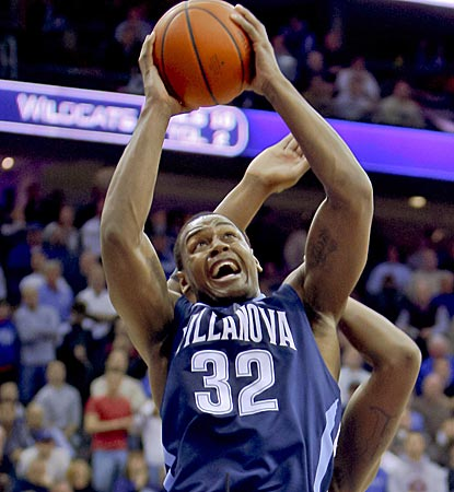 James Bell steps up big time on a night when Villanova struggles on the road with 21 points on 7-of-9 shooting.  (US Presswire)