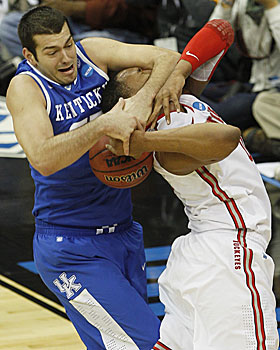 Josh Harrellson makes no mistake in his battle for the ball against Jared Sullinger. (AP)