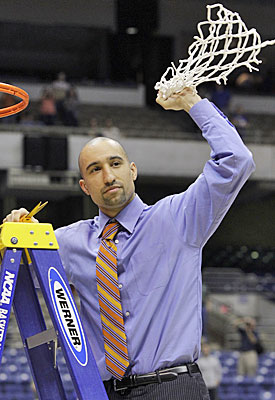 Whatever you do, do not bet against Shaka Smart cutting down a net in Houston. (AP)
