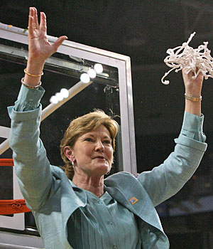 Pat Summitt celebrates in 2008 after the Vols' most recent national title, her eighth. (Getty Images)