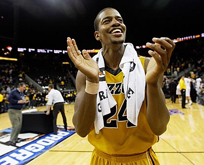 Senior Kim English applauds the Missouri faithful after the Tigers are awarded the CBE Classic trophy.  (Getty Images)