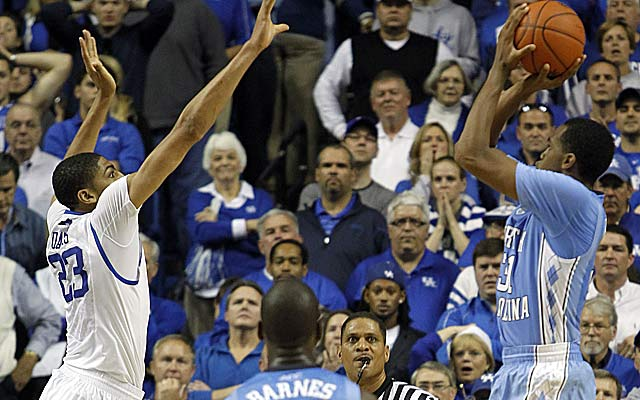 Kentucky's Anthony Davis accounts for the play of the game, blocking John Henson's potential winner. (AP)