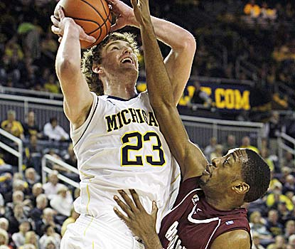 Evan Smotrycz breaks out his first double-double (17 points/11 boards) to help the Wolverines win their fourth straight game. (AP)