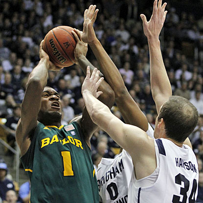 Despite getting a knock on his knee, Perry Jones III finishes the game with a career-high 28 points for Baylor. (AP)