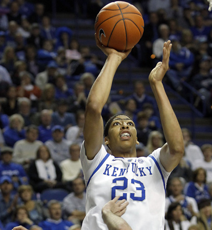 UK freshman Anthony Davis goes off for 14 points, 18 boards and five blocks to help his team win 40 straight at home. (AP)