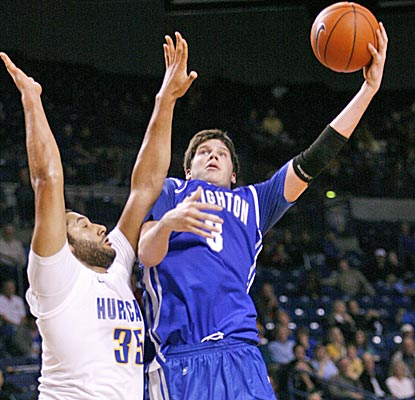 Creighton's Doug McDermott, the nation's second-leading scorer, pours in 35 points against Tulsa. (AP)