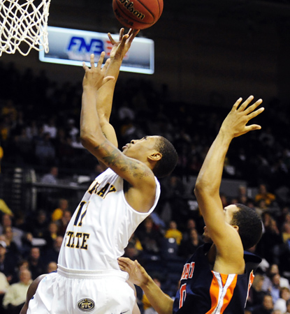 Donte Poole's 15 points help Murray State to its best start in 75 years (the '35-'36 team went 16-0). (AP)