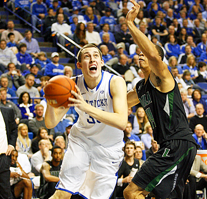 Kentucky's Kyle Wiltjer powers his way to a career-high 24 points against the Greyhounds. (US Presswire)