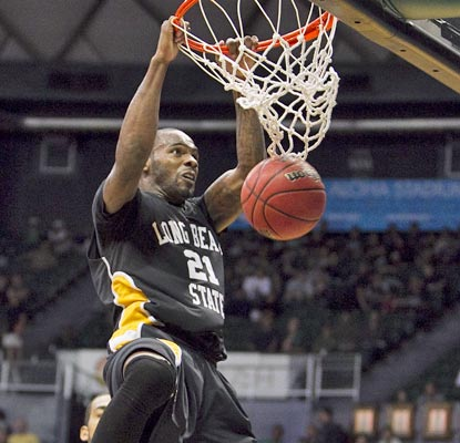 Long Beach State's Larry Anderson gets an easy two points as the 49ers top the Musketeers.  (AP)