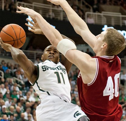 Keith Appling nets a career-best 25 points, 18 coming in the second half, to propel the Spartans.  (US Presswire)