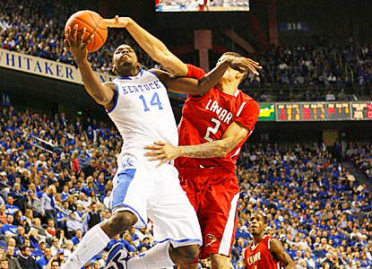 Michael Kidd-Gilchrist fights through Lamar's defense to lead Kentucky with 18 points. (US Presswire)