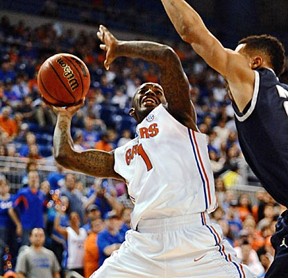 Florida's Kenny Boynton scores 26 points for the second straight game, narrowly missing his career high of 28. (AP)