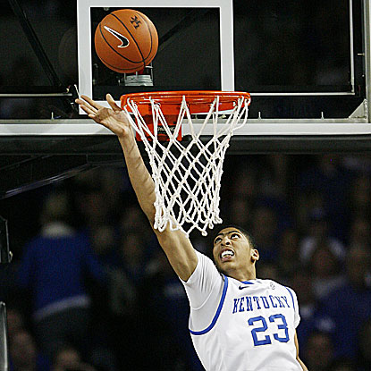 Anthony Davis is impressive with 22 points and 16 rebounds for the Wildcats. (US Presswire)