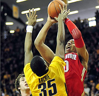 Jared Sullinger goes 13 for 18 from the field for 28 points to erase Ohio State's sloppy start. (AP)