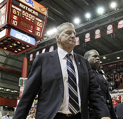 Jim Calhoun needs to get his Huskies back on track after two straight Big East defeats. (AP)