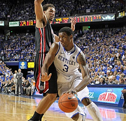 Kentucky's Terrence Jones no longer struggles from his dislocated finger, going 8 for 9 for 20 points. (Getty Images)