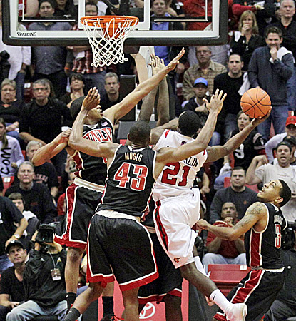 Jamaal Franklin scores the winning basket with three-tenths of a second left to give San Diego State a 69-67 win over UNLV. (AP)