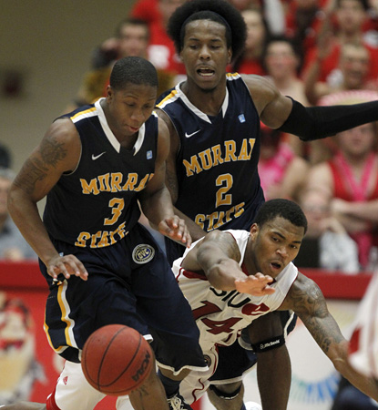 Isaiah Canaan's game-high 21 helps ensure Murray State remain the country's only unbeaten team. (AP)