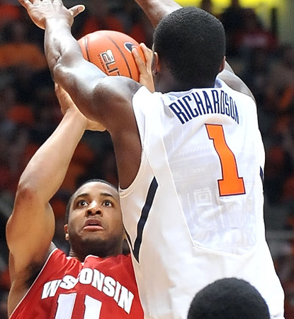Wisconsin star big man Jordan Taylor leads the Badgers with 19 points in close one in Champaign. (AP)