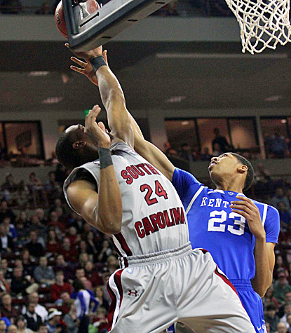 Anthony Davis scores 22 points, grabs eight rebounds and makes eight blocks as No. 1  Kentucky whips South Carolina. (US Presswire)