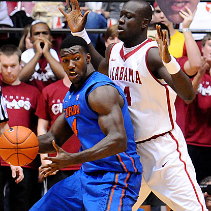 The Gators' Patric Young powers his way to a game-high 19 points against Alabama. (US Presswire)