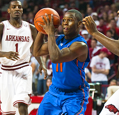 No. 14 Florida's Erving Walker looks to make a pass as he drives through the lane against Arkansas. (AP)