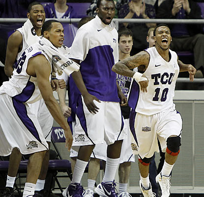 Hank Thorns (right) scores 14 points as the Horned Frogs bounce the 18th-ranked Lobos after a dominant second half. (AP)