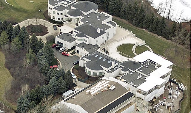 Jordan's sprawling Chicago estate includes a full-size basketball court. (Getty Images)