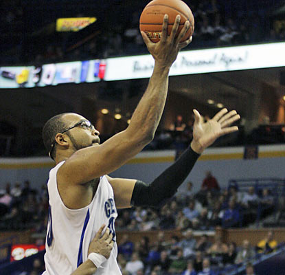 Gregory Echenique (season-high 20 points) and Creighton advance to the MVC finals where they'll face Illinois State. (AP)