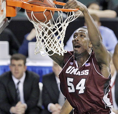 Sean Carter throws down an alley-oop to cap a 15-0 UMass run that gives the Minutemen a 46-36 lead.  (AP)