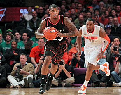 Sean Kilpatrick keys Cincinnati's early 3-point barrage and finishes with 18 points. (US Presswire)
