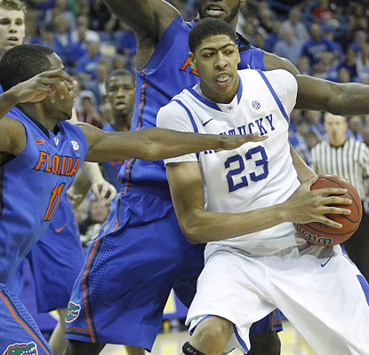 Anthony Davis scores 15 points and helps Kentucky build a 39-25 edge in rebounds with 12 boards.  (US Presswire)