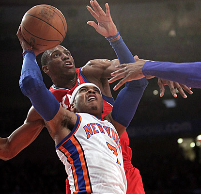Carmelo Anthony finishes with a team-high 22 points, but gets those amid a 5-for-13 effort from the field. (AP)