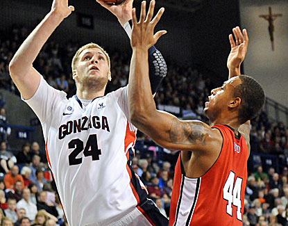 Przemek Karnowski, a highly touted 7-foot-1 center from Poland, makes 10-of-16 field goals. (US Presswire)