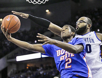 Derrick Marks drops 35 points -- 18 in the second half -- as Boise State beats a ranked foe for the first time in four seasons. (AP)