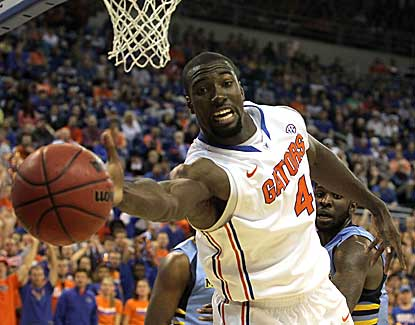 Florida center Patric Young tries to save the ball in the Gators' win over Marquette on Thursday. (US Presswire)