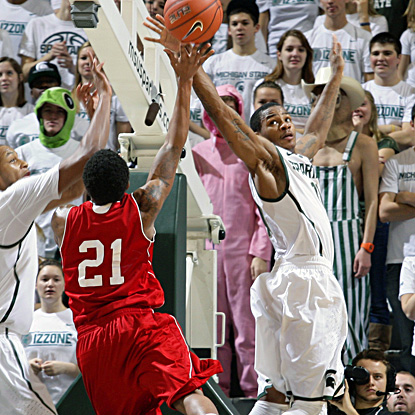 Keith Appling, who scores 13 points in the Spartans' 45-point win over Nicholls State, blocks a shot. (AP)